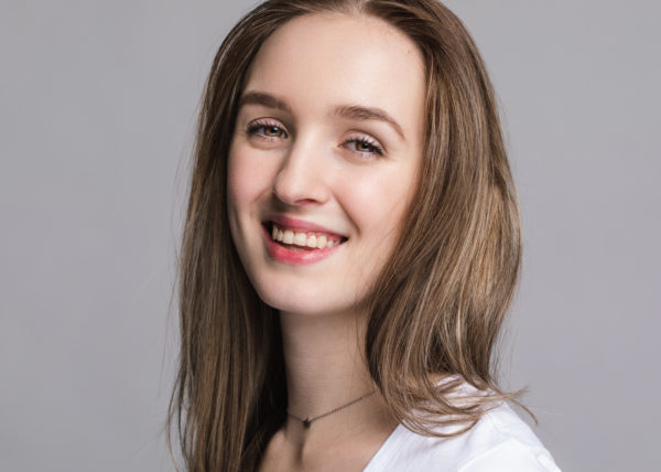 Headshot Annika Z. lächelnd