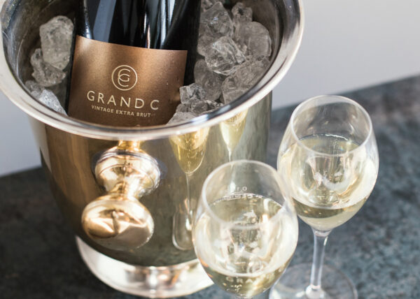 Grand C Crémant Vintage Extra Brut in Champagnerschale